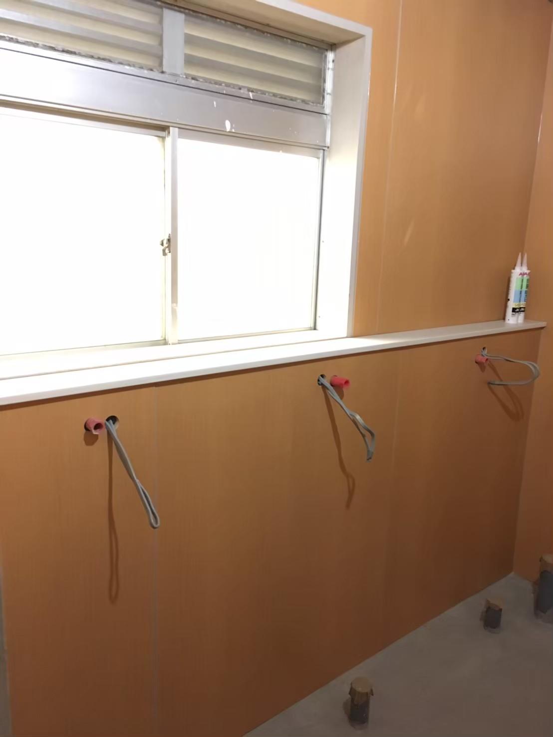 トイレのパネル工事